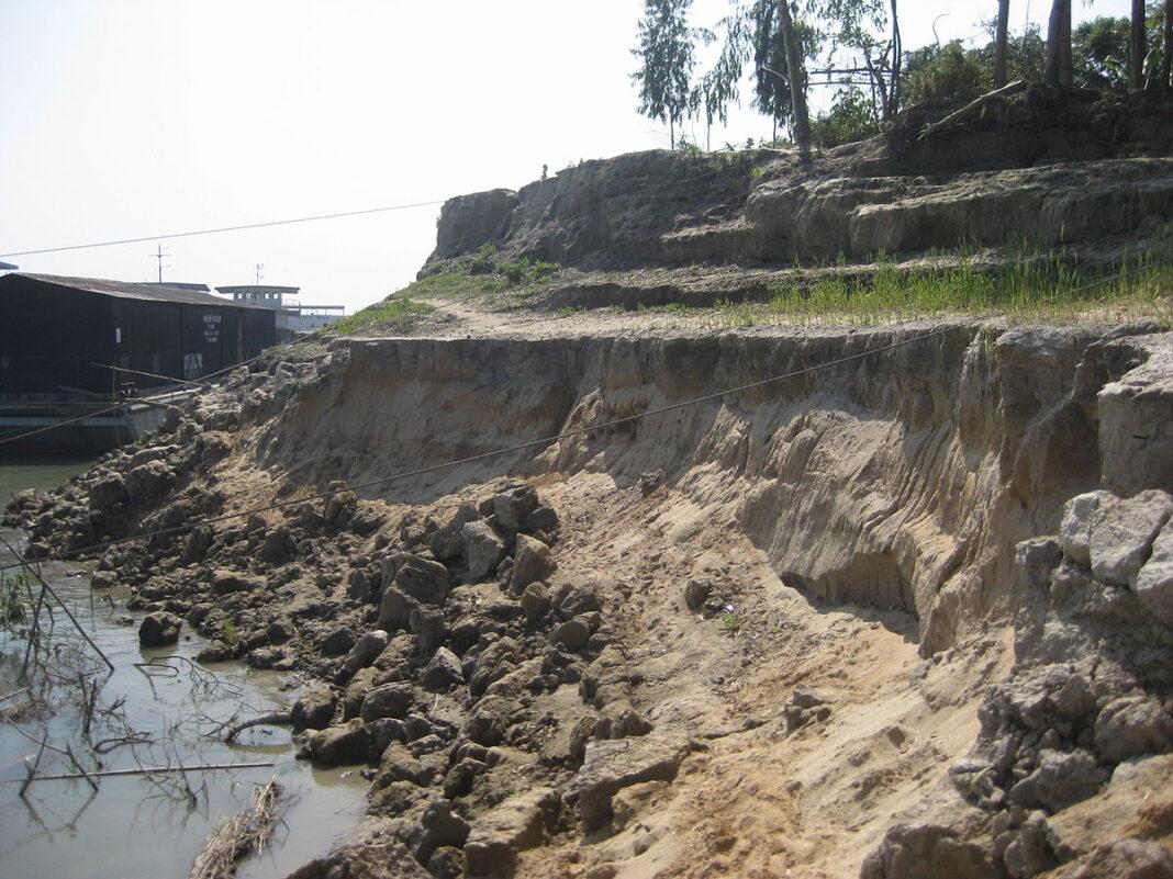 1200px Land Erosion by Tista River in Sundorganj Thana 4